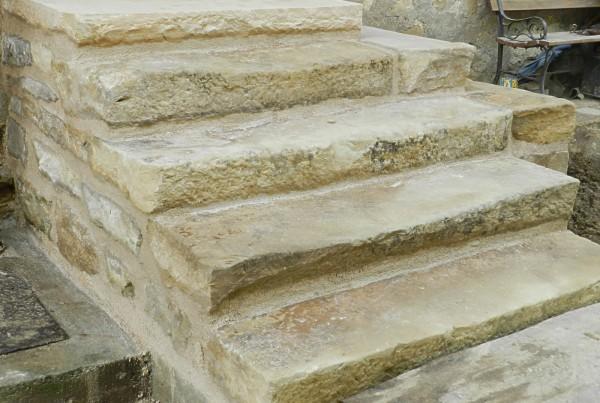 rénovation d'un escalier ancien en pierre du sundgau
