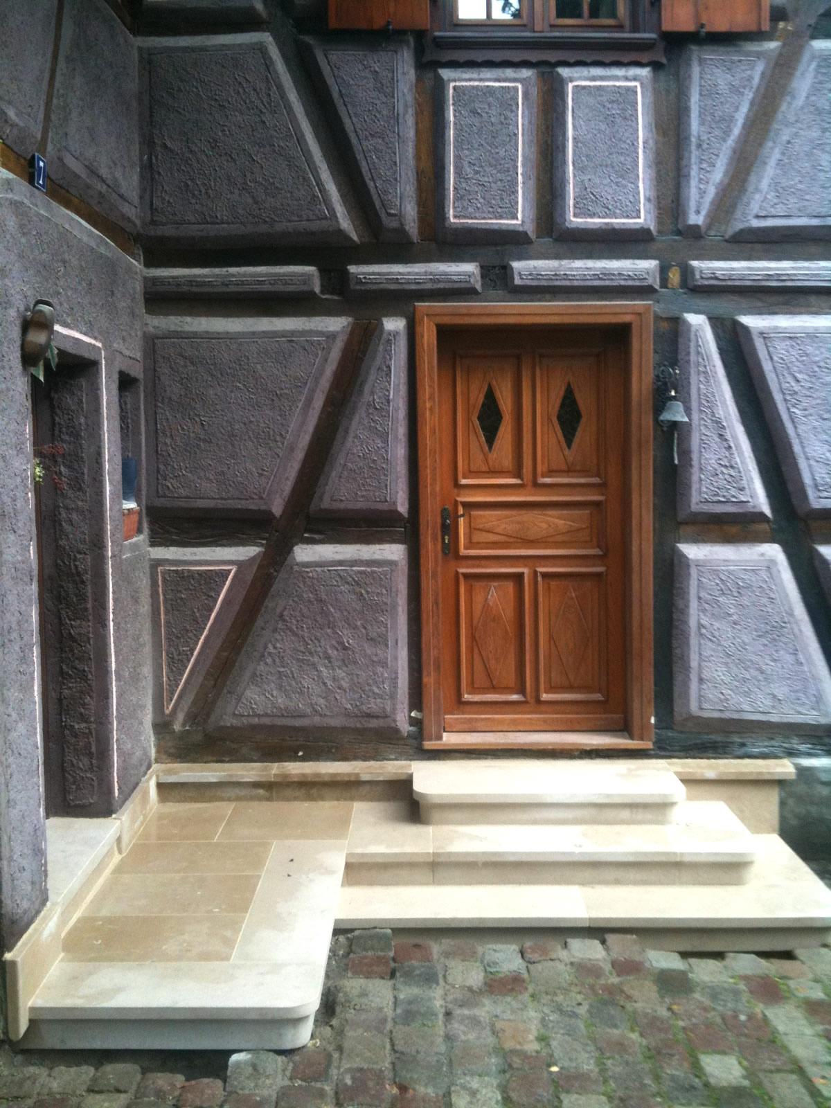 Seuil de maison traditionnelle alsacienne