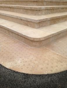 Escalier avec vue sur les marches