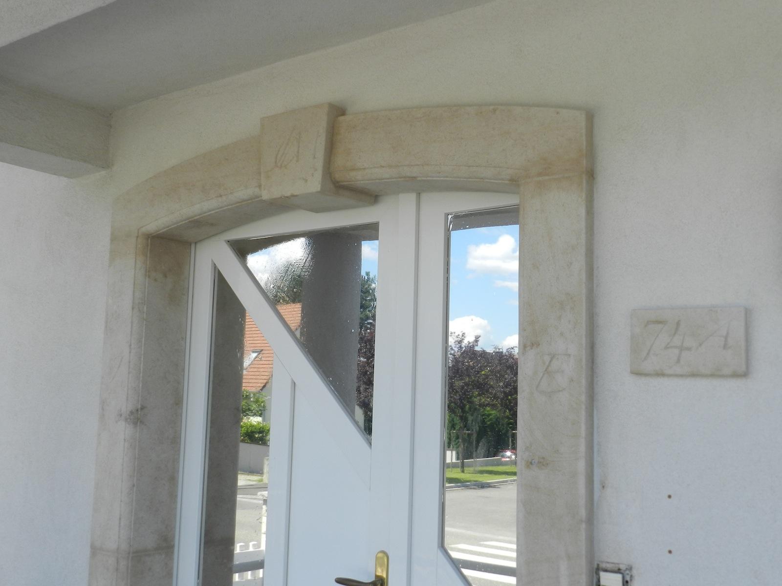 encadrement de porte en ampilly artisan de la pierre. Black Bedroom Furniture Sets. Home Design Ideas