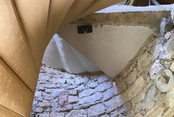 Rénovation d'un escalier en pierre de Rouffach.